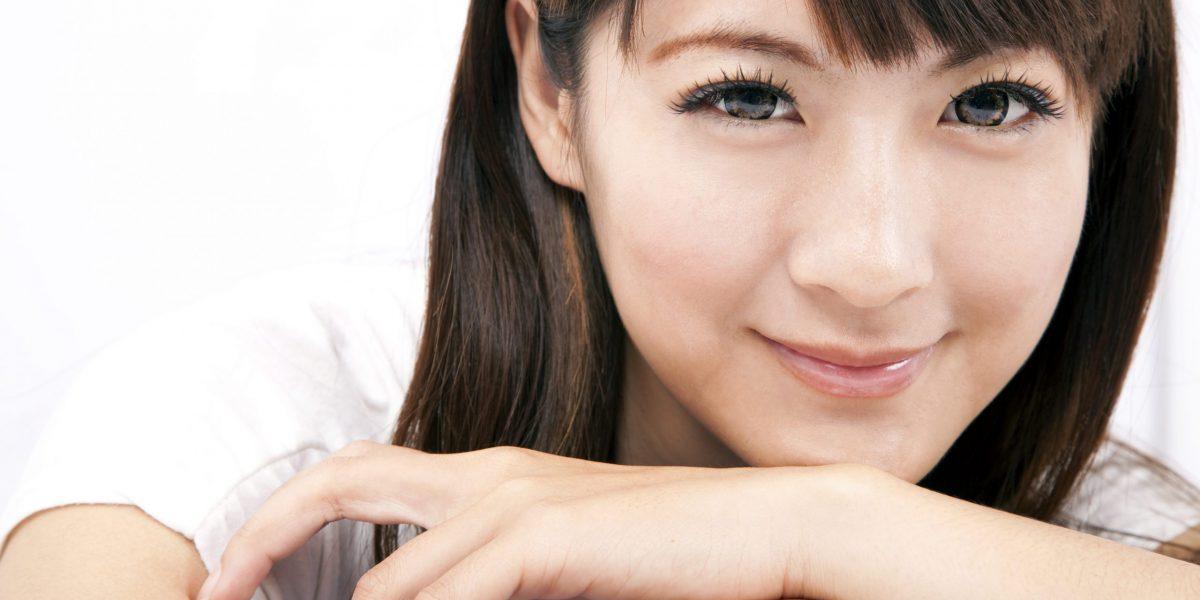 Femme japonaise souriante